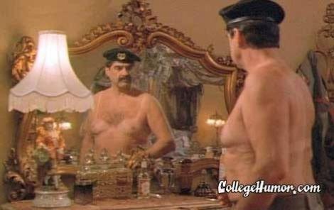 Saddam con la forma dell'abbronzatura da bikini da hot shot II